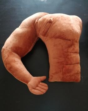 avis coussin de voyage en forme de bras musclé